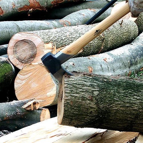 Szukasz siekiery do rąbania drewna? Nie wiesz, jaką siekierę rozłupującą wybrać?