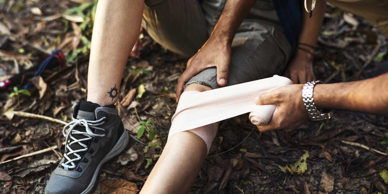 Pierwsza pomoc w terenie – jak zachować się w nagłych wypadkach
